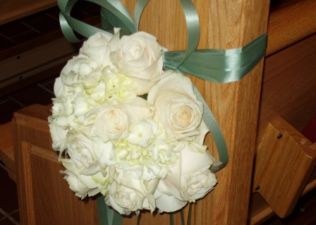 Pew bow decoration with one dozen roses 3500
